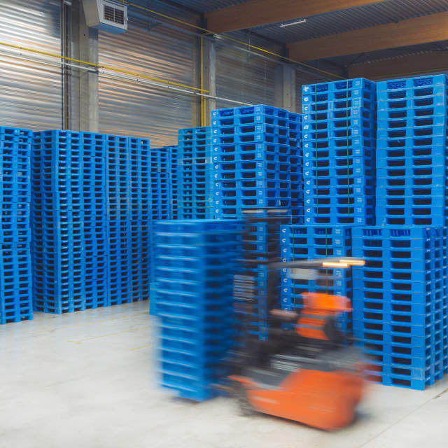 We'll make sure you always have enough high quality pallets available