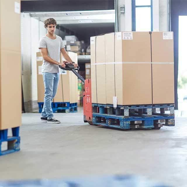 Transportbereit zum Distributionszentrum des Händlers